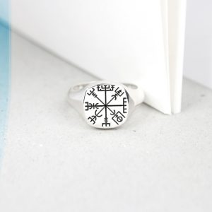 Squared Small Finger Signet Chevalier Silver Ring for Man and Woman _ customized with initials, letters, family crest _ maschio gioielli milano