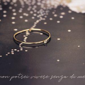 Anello solitario sottilissimo in oro e diamante taglio brillante _ maschio gioielli milano