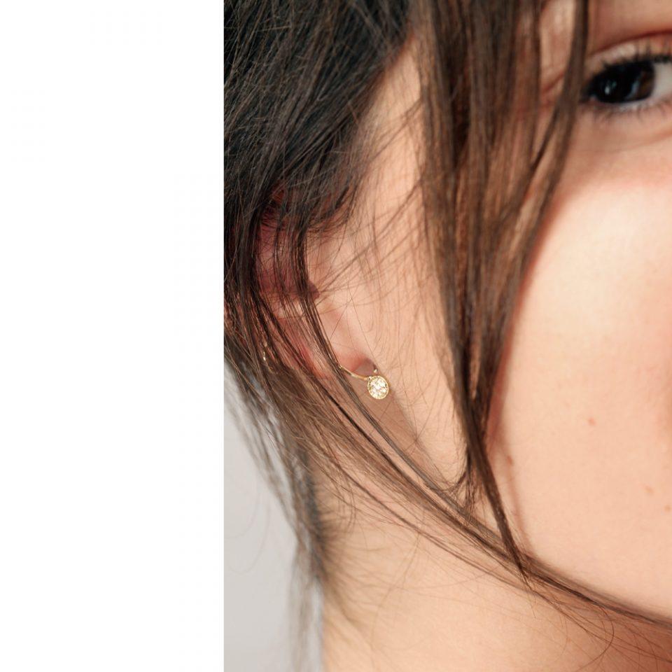 Una chiamata da sopra. Single earring