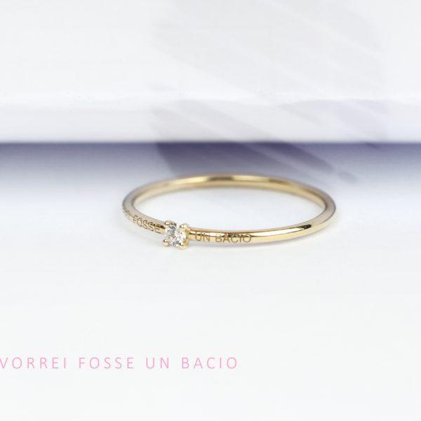 Anello solitario sottile semplice in oro giallo e diamante taglio brillante _ maschio gioielli milano