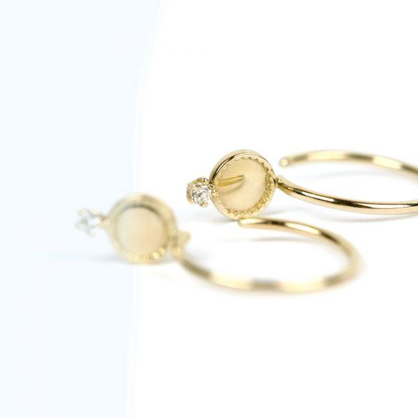 Orecchini a cerchietto aperto in oro con mini diamante _ maschio gioielli milano